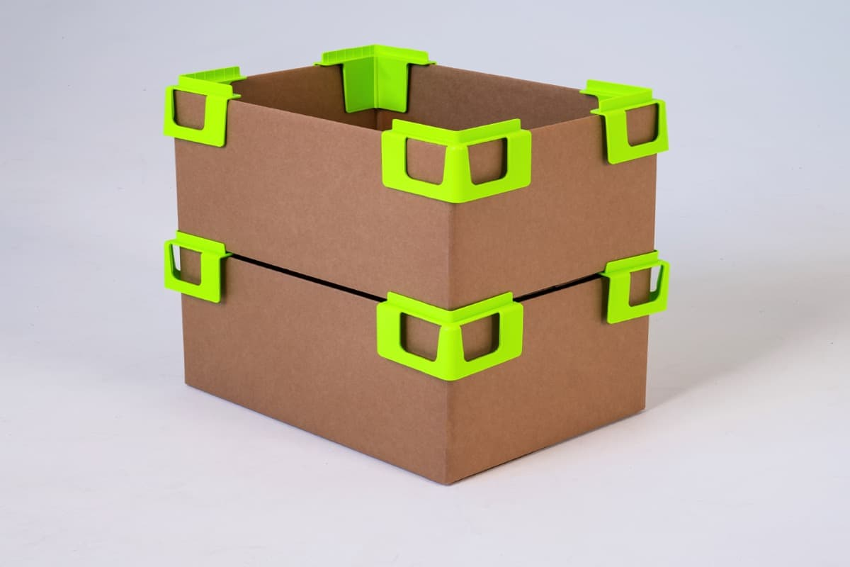 The ThorPak® Corner is a convenient tool for keeping open and stacking cardboard boxes. The little helper is extremely popular at packing stations because several boxes, for example, can be assembled and stacked at the same time.